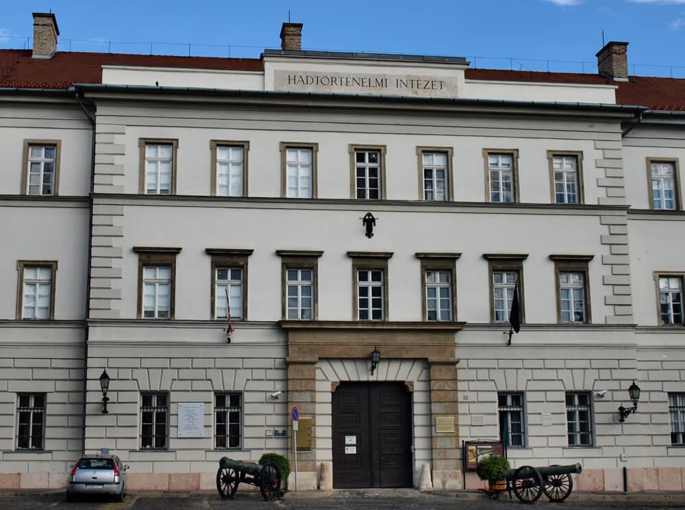 Hadtörténeti Intézet és Múzeum - Szolnok