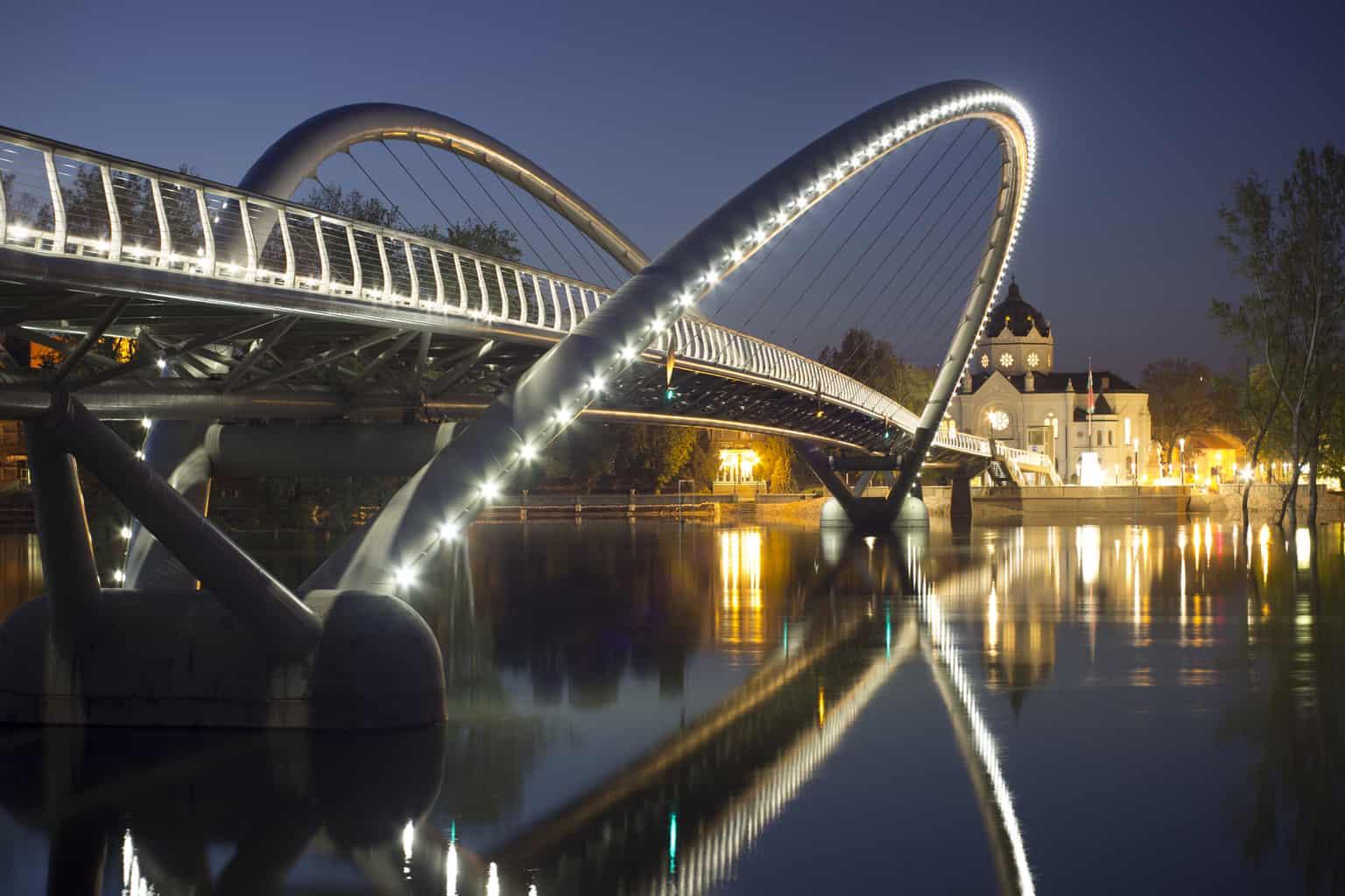 Tiszavirág gyalogos- és kerékpáros híd - Szolnok