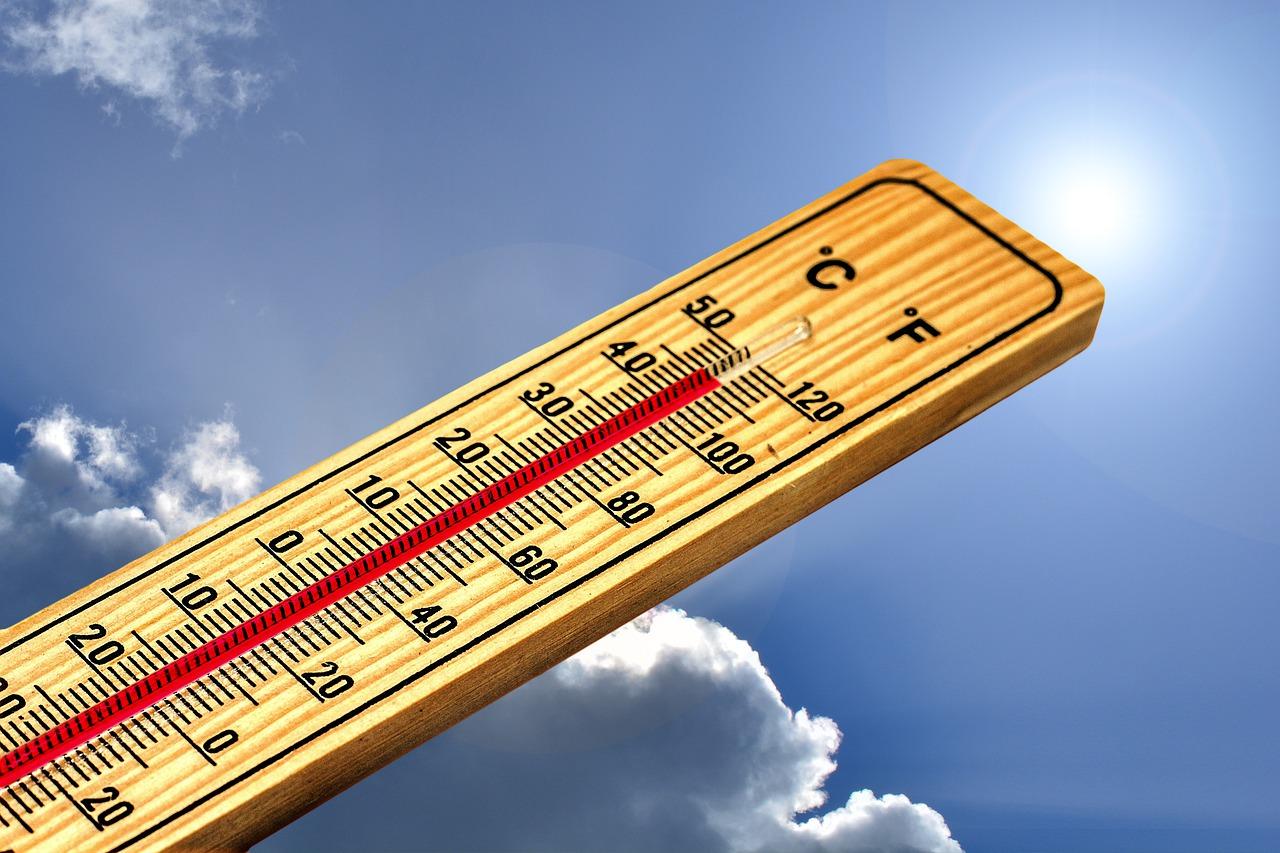 Másodfokú hőségriasztás lép életbe szombaton 0:00 órától